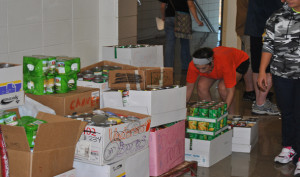 """We """"can"""" do it!: OHS gathers cans for annual drive"""
