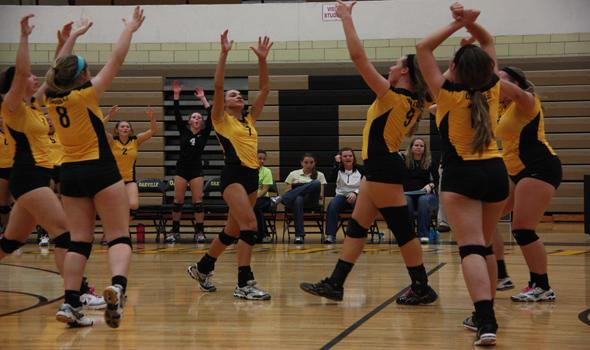 Girls Volleyball advances to district finals, looks to advance further in state playoffs