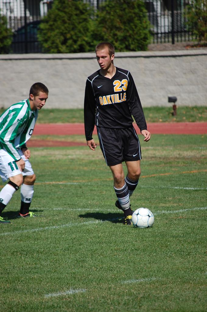 Boys+soccer+closes+out+season+with+loss+against+Chaminade+