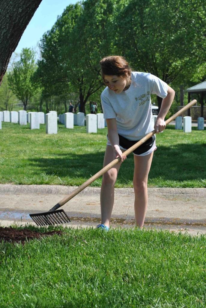 Juniors+shovel+out+the+service+at+Jefferson+Barracks