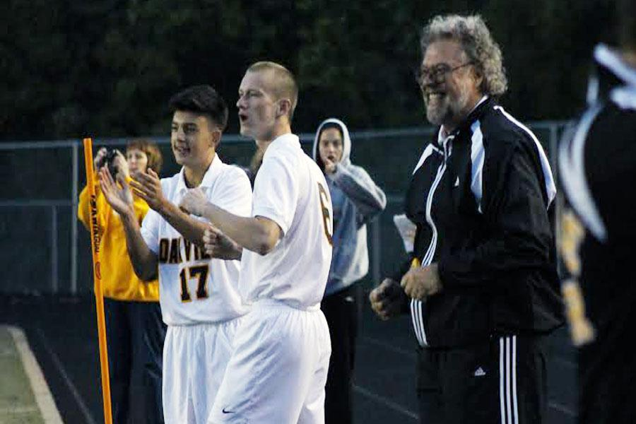 Coach+Dave+Robben+stands+with+players+Matt+Greubel+%2811%29+and+Samed+Ganibegovic+%2810%29+after+an+OHS+goal.+The+Tigers+won+3-2+against+Marquette%2C+which+gave+Robben+his+500th+career+win+for+boys+soccer.