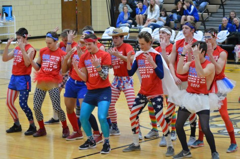 Golden Guys end spirit week with halftime performance