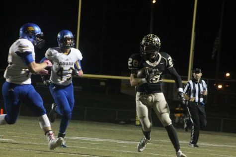 Connor Bartow (12) runs with the ball in game against Seckman on Oct. 7.