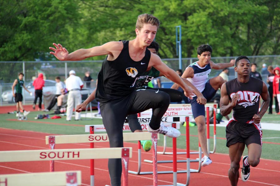 Nick+Durham+%2812%29+participates+in+the+hurdles+on+April+27+at+Parkway+South.