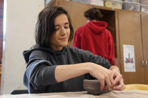 Sophie Steinke (12) works on her coil pitcher project in ceramics I on Oct. 25. Ceramics is one of many classes that does not have enough time to work on C days.