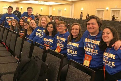 Drama students pose for a picture at ThesCon.