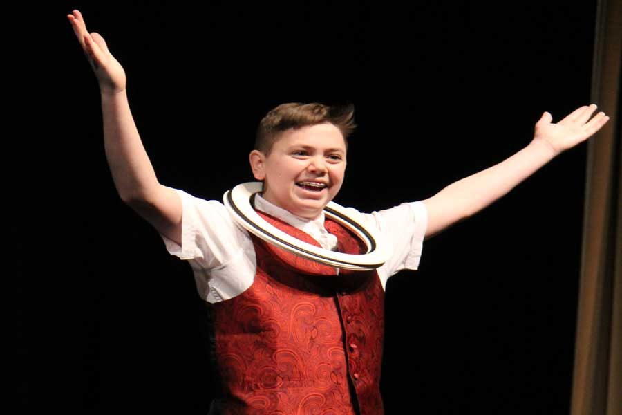 High+school+Oakville%27s+Got+Talent+winner+Sean+Petric+%289%29+acknowledges+the+audience+during+his+juggling+act.