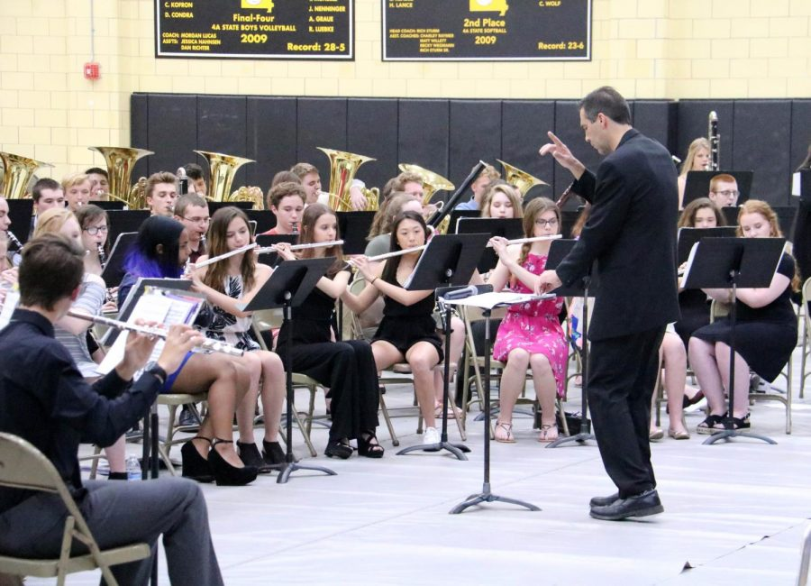 Head+band+director+Mr.+Vance+Brakefield+conducts+the+band+at+the+senior+farewell+concert+on+May+8.