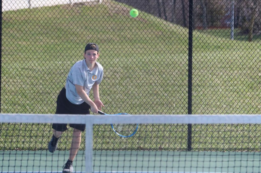 Boys+tennis+prepare+for+districts