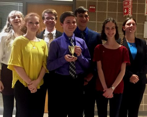 Speech and Debate sends large group to district competition at Ladue